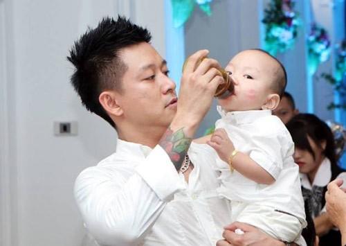 Top 5 'ông bố bỉm sữa' của showbiz khiến chị em phụ nữ mê mẩn - ảnh 2