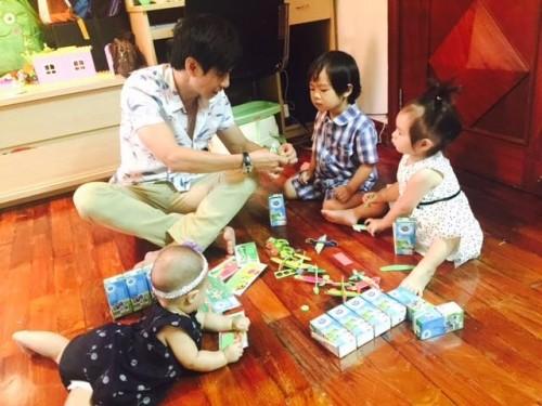 Top 5 'ông bố bỉm sữa' của showbiz khiến chị em phụ nữ mê mẩn - ảnh 7