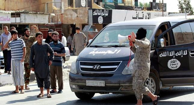 Hàng trăm tay súng IS đào ngũ, tham gia nổi dậy ở Raqqa - ảnh 1