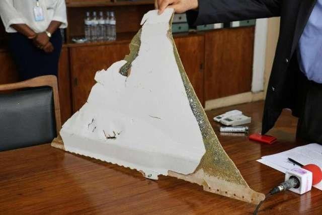 Thêm một mảnh vỡ nghi của MH370 tìm thấy ở đảo Reunion - ảnh 2