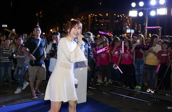 Hari Won rạng rỡ cười thả ga sau scandal 'rạn nứt' với Trấn Thành - ảnh 2