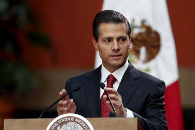 Tổng thống Mexico 'gọi' Donald Trump là trùm phát xít Hitler - ảnh 1