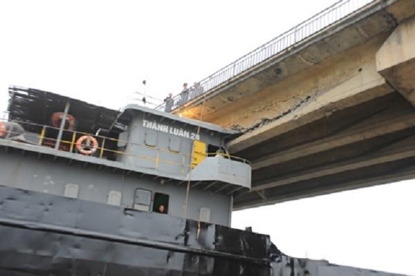 Tàu trọng tải 3000 tấn va trúng cầu An Thái đã hết hạn kiểm định - ảnh 1
