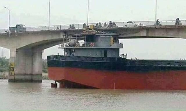 Hải Dương: Cầu bị đâm hỏng, dân hỗn loạn tìm đường qua sông - ảnh 5