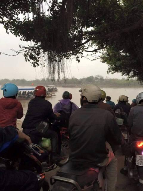 Hải Dương: Cầu bị đâm hỏng, dân hỗn loạn tìm đường qua sông - ảnh 4