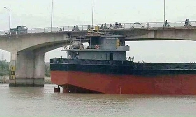 Phó Thủ tướng yêu cầu làm rõ nguyên nhân vụ tàu đâm cầu An Thái - ảnh 1