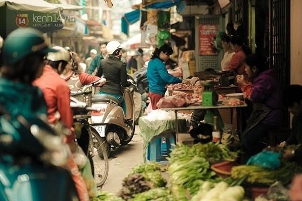 Trên con phố cả năm là Quốc tế Phụ nữ giữa lòng Hà Nội - ảnh 6