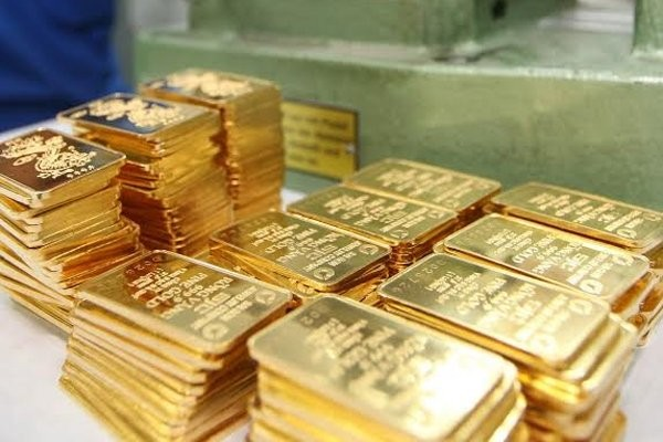 Giá vàng vọt tăng, gần chạm đỉnh 13 tháng - ảnh 1