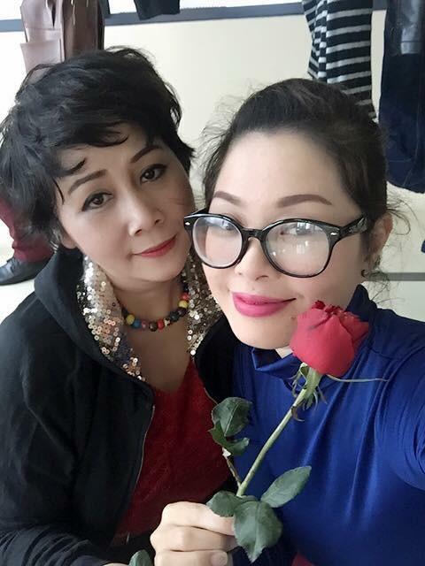 Mỹ nhân Việt hào hứng 'đua nhau' khoe quà 8/3 - ảnh 4
