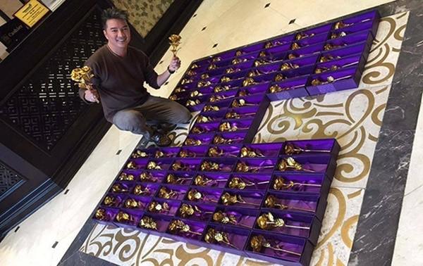 'Sáng mắt' với 200 bông hồng bằng vàng Mr Đàm dành tặng fan 8/3 - ảnh 1