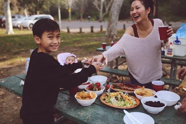 Kim Hiền cùng chồng Việt kiều kỷ niệm 5 năm ngày 8/3 'định mệnh' - ảnh 3