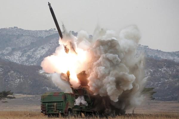 Triều Tiên thu nhỏ thành công đầu đạn hạt nhân vào tên lửa - ảnh 1