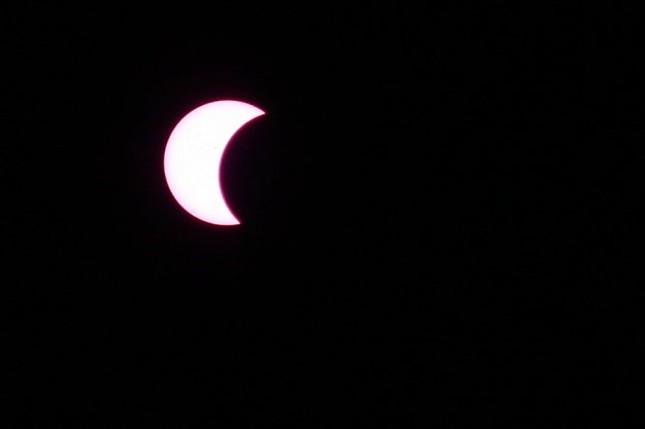Những bức ảnh nhật thực một phần tuyệt đẹp tại TP.HCM - ảnh 5