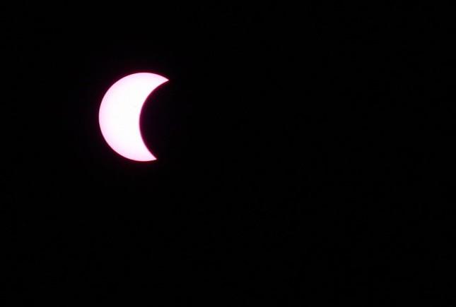 Những bức ảnh nhật thực một phần tuyệt đẹp tại TP.HCM - ảnh 4