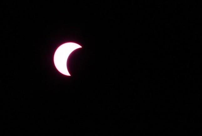 Những bức ảnh nhật thực một phần tuyệt đẹp tại TP.HCM - ảnh 7
