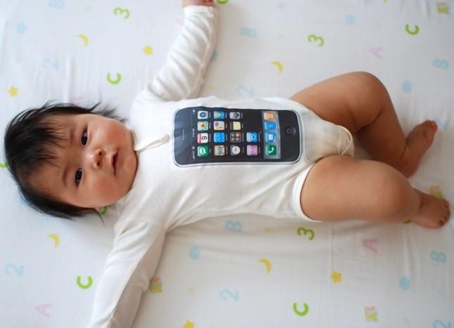 'Cuồng' Apple, bố bán con gái 18 ngày tuổi để mua iPhone - ảnh 1