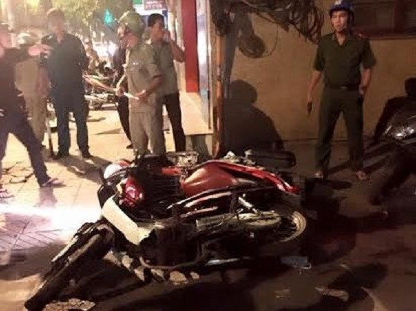 Táo tợn lao vào chém người bị tai nạn giao thông rồi cướp xe máy - ảnh 1