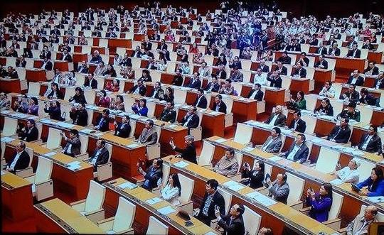 Các đại biểu Quốc hội nên đứng trong lễ tuyên thệ? - ảnh 2