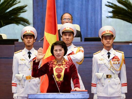 Các đại biểu Quốc hội nên đứng trong lễ tuyên thệ? - ảnh 1