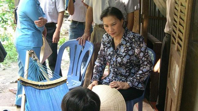 Chùm ảnh nữ Chủ tịch Quốc hội thăm nạn nhân sập cầu Cần Thơ - ảnh 4