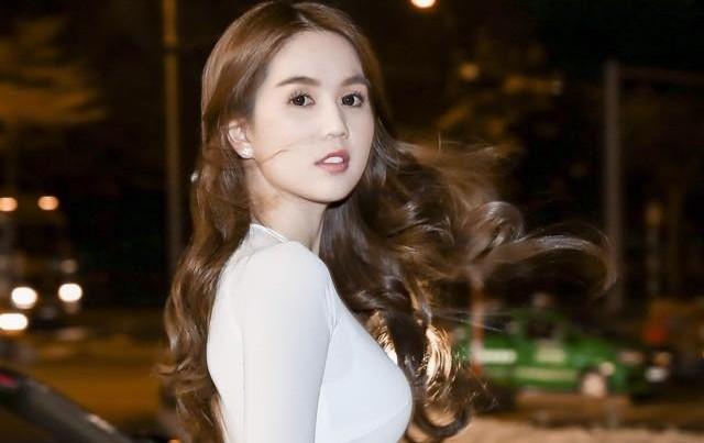 Cả showbiz náo loạn vì vụ scandal 'mạt sát Ngọc Trinh' - ảnh 1