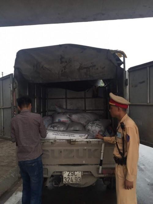 Bắt giữ gần 1,5 tấn mỡ thối chuẩn bị tiêu thụ tại Hà Nội - ảnh 1