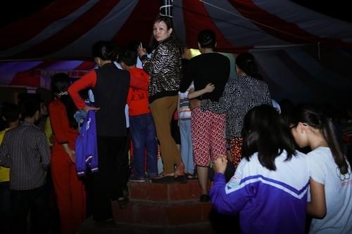 Hiệp Gà cưới vợ 3, cả ngàn người 'đổ bộ' đến xem văn nghệ - ảnh 16