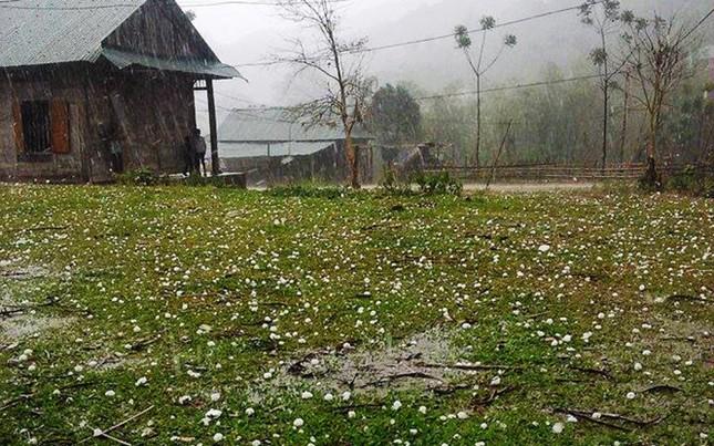 Thời tiết cực đoan ảnh hưởng nghiêm trọng đến cuộc sống người dân - ảnh 1