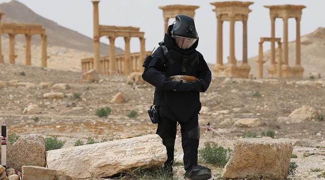 Công binh Nga tháo gỡ 3.000 quả mìn ở Palmyra trong 12 ngày - ảnh 1