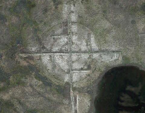 Google Maps chụp được hình chữ Vạn khổng lồ ở gần Khu vực 51 - ảnh 2