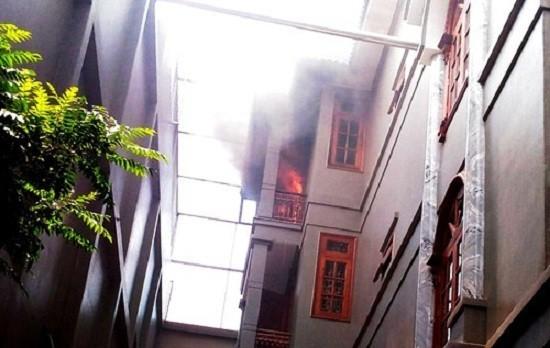 Cháy kèm tiếng nổ lớn ở biệt thự 4 tầng tại Sài Gòn - ảnh 2