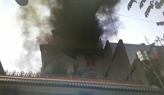 Cháy kèm tiếng nổ lớn ở biệt thự 4 tầng tại Sài Gòn - ảnh 1