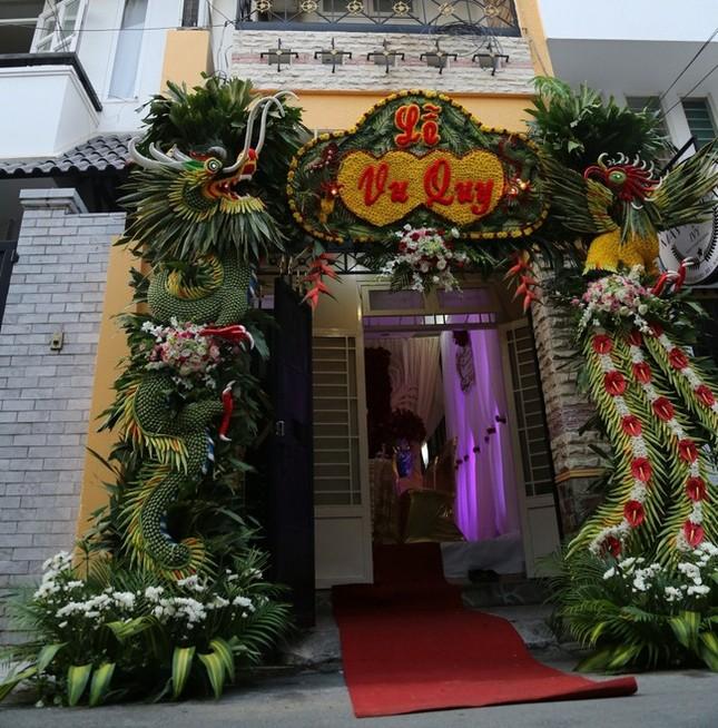 Lương Thế Thành rạng rỡ đưa sính lễ rước cô dâu Thúy Diễm về dinh - ảnh 7