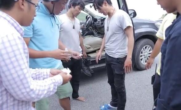 'Đứng ngồi không yên' với cảnh đua xe khiến Lý Hải gặp tai nạn - ảnh 3