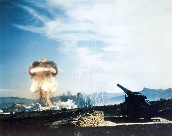 Video: Siêu pháo san phẳng thành phố bằng phát đạn hạt nhân - ảnh 1