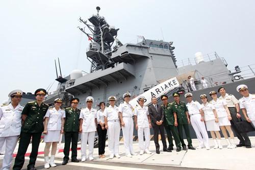 Hai tàu chiến Nhật Bản đến thăm cảng Cam Ranh - ảnh 2