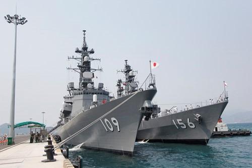 Hai tàu chiến Nhật Bản đến thăm cảng Cam Ranh - ảnh 1