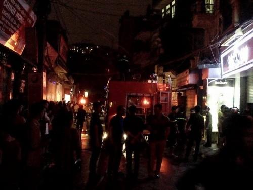 Hà Nội: Cháy lớn tại khu nhà trọ của sinh viên tại phố Hoàng Ngân - ảnh 1