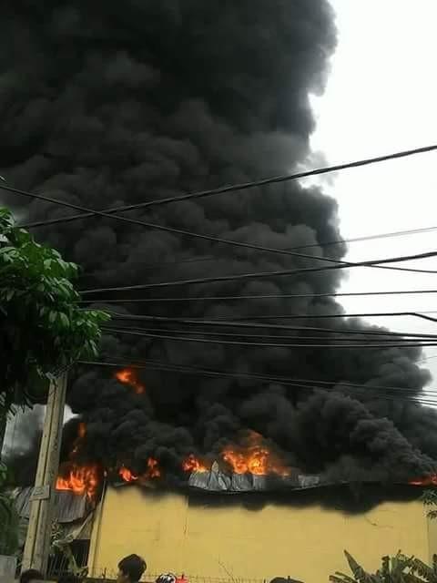 Cháy lớn tại công ty nhựa ở Hà Nam, khói đen kín trời - ảnh 1