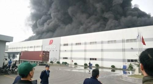 Cháy lớn tại công ty nhựa ở Hà Nam, khói đen kín trời - ảnh 2