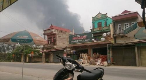 Cháy lớn tại công ty nhựa ở Hà Nam, khói đen kín trời - ảnh 3