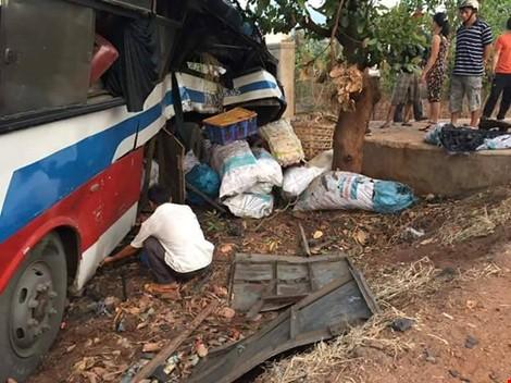 Chùm ảnh: Gần 100 con heo nằm chết la liệt sau vụ tai nạn - ảnh 2