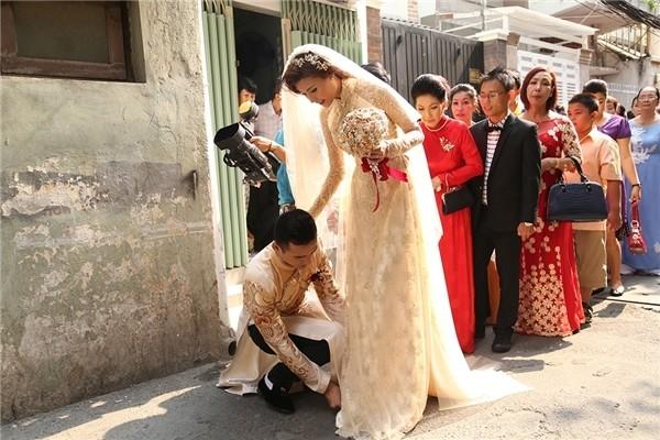 Cô dâu Thúy Diễm lâng lâng hạnh phúc vì nhiều người thương - ảnh 7