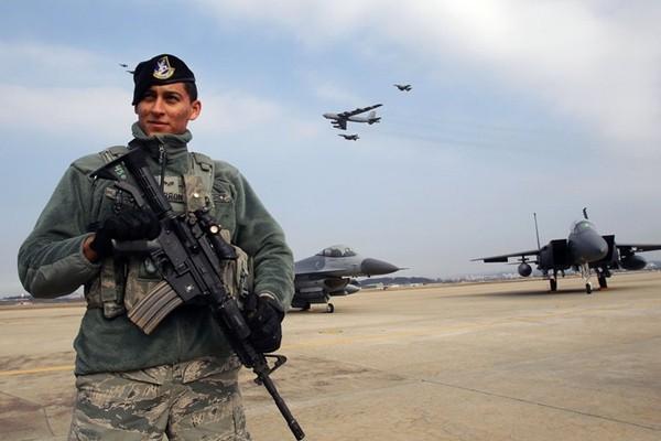 Mỹ điều B-52 đến Trung Đông diệt IS hay 'dọa' Nga? - ảnh 1
