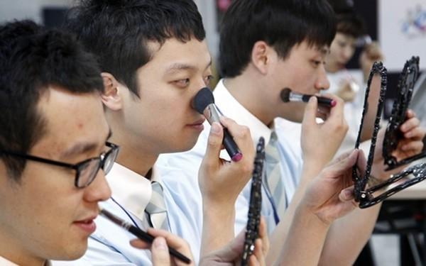Đàn ông Hàn Quốc ngày càng 'đỏm dáng' - ảnh 10