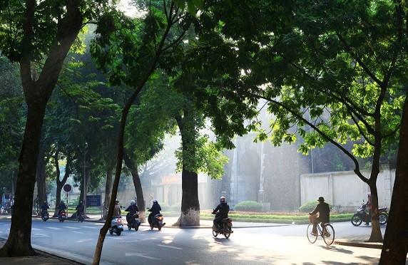 Dự báo thời tiết 15/4: Ngày nắng nóng, chiều tối có mưa vài nơi - ảnh 1