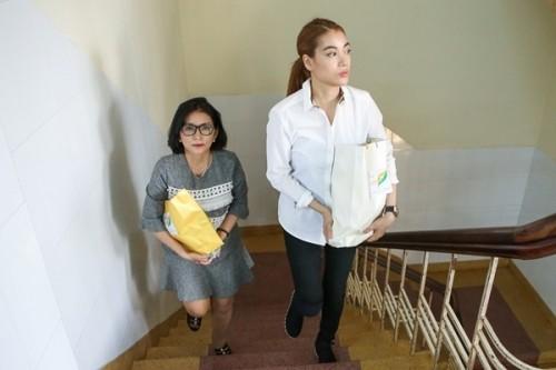 Nữ sinh bị tạt axit được Trương Ngọc Ánh tặng 300 triệu - ảnh 4
