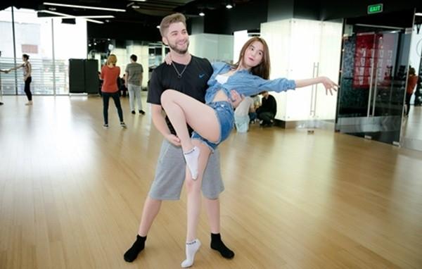 Ngọc Trinh khiến CK Bước Nhảy Hoàn Vũ 'náo loạn' trước giờ G - ảnh 1