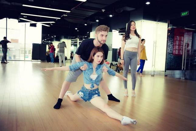 Ngọc Trinh khiến CK Bước Nhảy Hoàn Vũ 'náo loạn' trước giờ G - ảnh 2