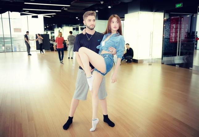 Ngọc Trinh khiến CK Bước Nhảy Hoàn Vũ 'náo loạn' trước giờ G - ảnh 6